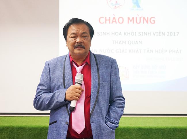 Ông Trần Quí Thanh – Tổng Giám đốc Tập đoàn Tân Hiệp Phát giao lưu với các thí sinh Hoa khôi sinh viên