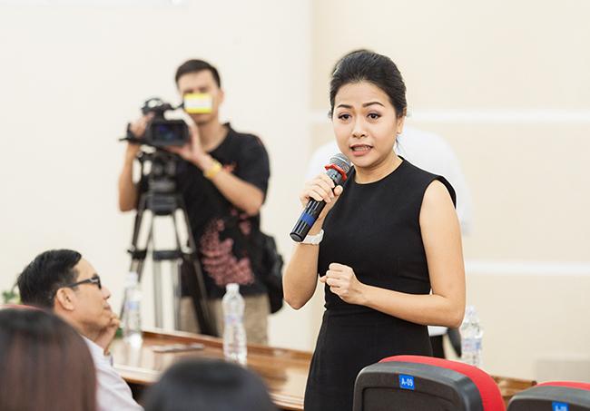 Nữ doanh nhân Trần Uyên Phương chia sẻ tại buổi giao lưu khởi nghiệp