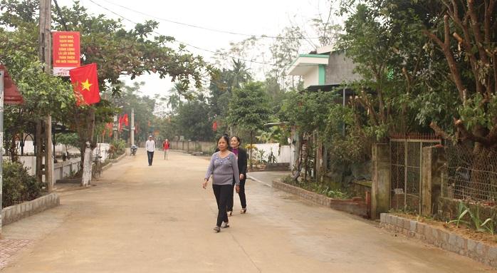 Đường thôn xóm ở Đức Lạc sạch, đẹp.