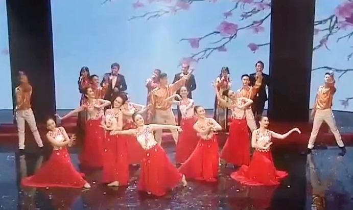 Văn nghệ chào mừng Lễ Khai mạc Festival Văn hóa Doanh nghiệp Việt nam.
