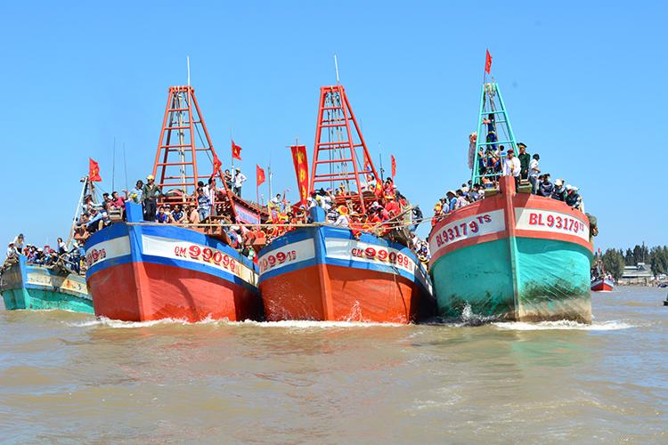Lễ hội Nghi Ông Nam Hải ở huyện Đông Hải.