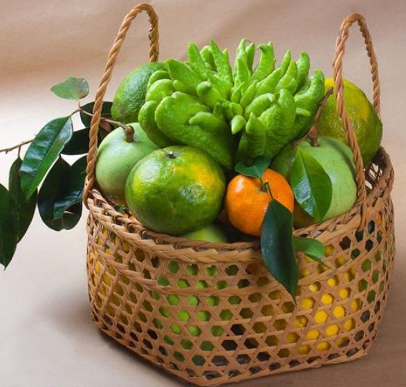 Giỏ quà các loại trái cây: cam, phật thủ, bưởi Diễn... có giá 1.000.000 đồng.