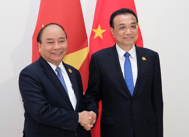 Thủ tướng Nguyễn Xuân Phúc và Thủ tướng Trung Quốc Lý Khắc Cường (ảnh: VGP)