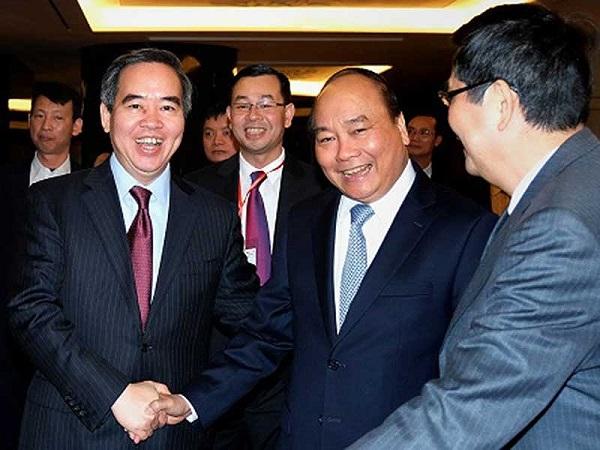 Thủ tướng với các đại biểu tại Đối thoại chính sách cấp cao. Ảnh: VGP