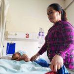 Nghề 'chăm sóc người dưng': Bỏ quê, lấy bệnh viện làm nhà; thu nhập hơn chục triệu