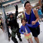 Khủng hoảng kéo dài, các triệu phú Hong Kong chuyển bớt tiền ra nước ngoài