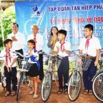 Tân Hiệp Phát trao tặng 50 chiếc xe đạp cho học sinh nghèo tại vùng biên giới tỉnh Gia Lai trước năm học mới