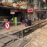 """Hà Nội nghiên cứu di dời các hộ dân phố cà phê đường tàu: Dân gửi đơn xin giữ, Bộ """"chỉ đạo"""" di dời"""