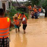 Người dân Quảng Trị lên mạng kêu cứu trong đêm lũ