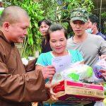 Ban phật giáo tỉnh Bình Thuận:Trao 1.700 phần quà đến đồng bào vùng lũ Thừa Thiên Huế và Quảng Trị