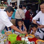 Ông Đoàn Ngọc Hải gây ấn tượng mạnh trực tiếp bưng phở cho học sinh ở U Minh