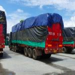 Gần 100 ô tô tải chở đầy hàng lậu vô chủ bỏ rơi ở Lào Cai