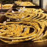 Giá vàng, giá USD đồng loạt giảm