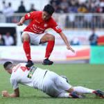 Lee Nguyễn lại nếm mùi đặc sản V.League