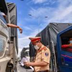Bộ Công Thương hỏa tốc đề nghị tiêm vaccine cho lái xe chở hàng