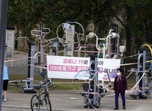 Ca mắc mới Covid-19 tăng kỷ lục, Hàn Quốc siết chặt kiểm soát thủ đô