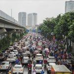 """Kẹt xe, người Hà Nội """"chôn chân"""" trong mưa rét ngày đầu tuần"""