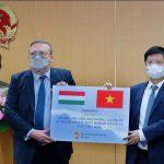 Việt Nam nhận thêm 100.000 liều vắc xin AstraZeneca từ Hungary